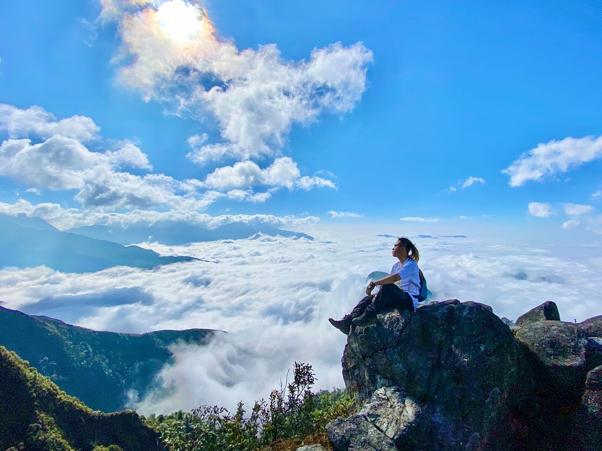 Surf the clouds on Bach Moc Luong Tu mountain peak