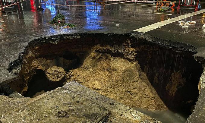 Mega downpour opens SUV-size sinkhole in Saigon