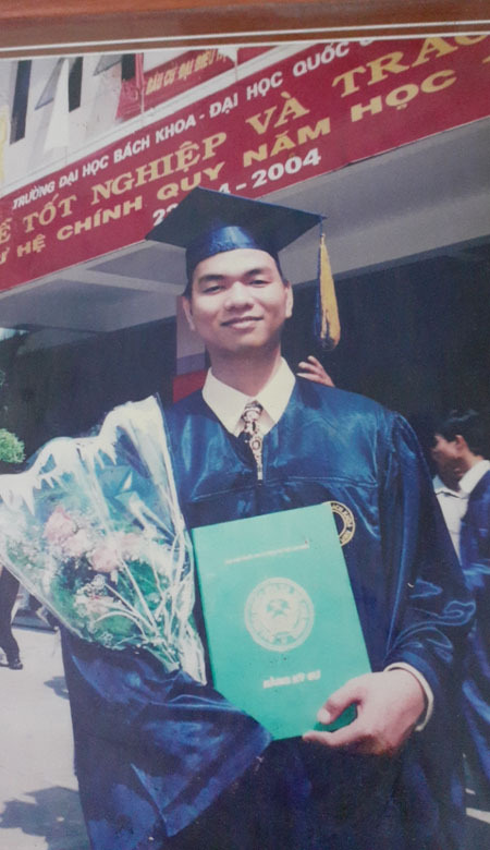 Vinh graduates HCMC University of Technology in 2004. Photo courtesy of Le Trung Vinh.