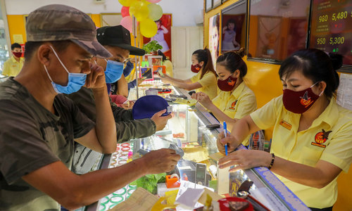 Analysts, authorities make contrasting claims about high Vietnam gold prices