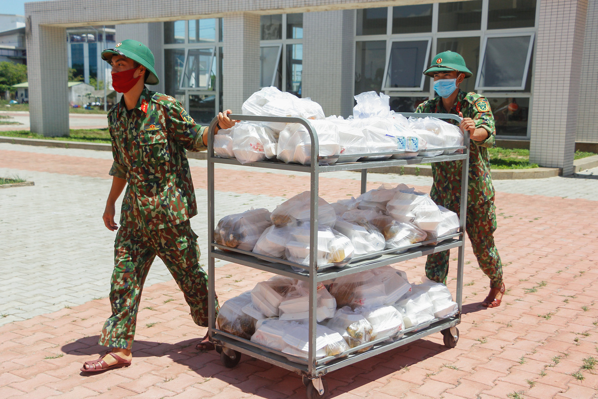 Soldiers, civilians turn full time cooks to feed the quarantined