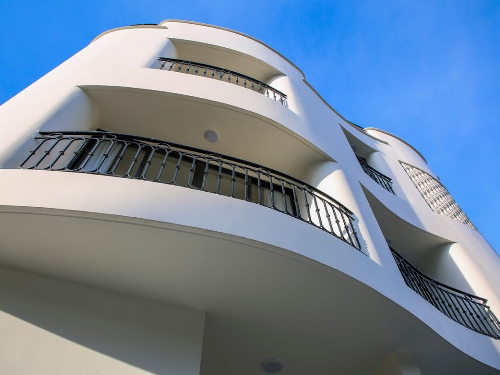Not only giving the house a distintive look, curved walls also combine with the curved balconies, giving home owners more choices to enjoy the mountain and sea views during the day. The walls also cost more money and time to build, so the house was constructed in 18 months.