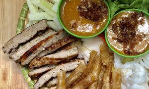 Southern grilled pork rolls feed Hanoi culinary fervor