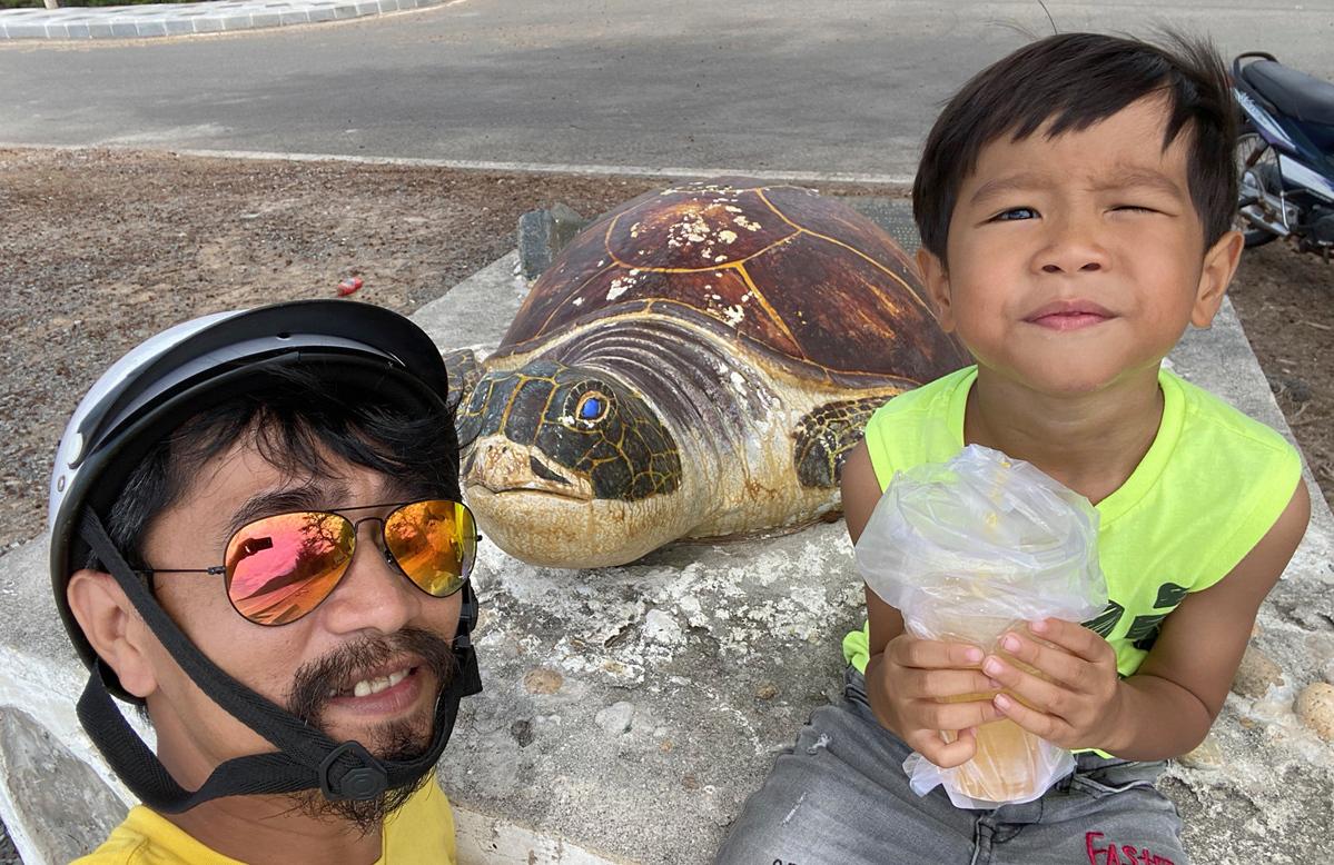 Tuan and his son, De, on Con Dao Island. Photo courtesy of Cao Manh Tuan.