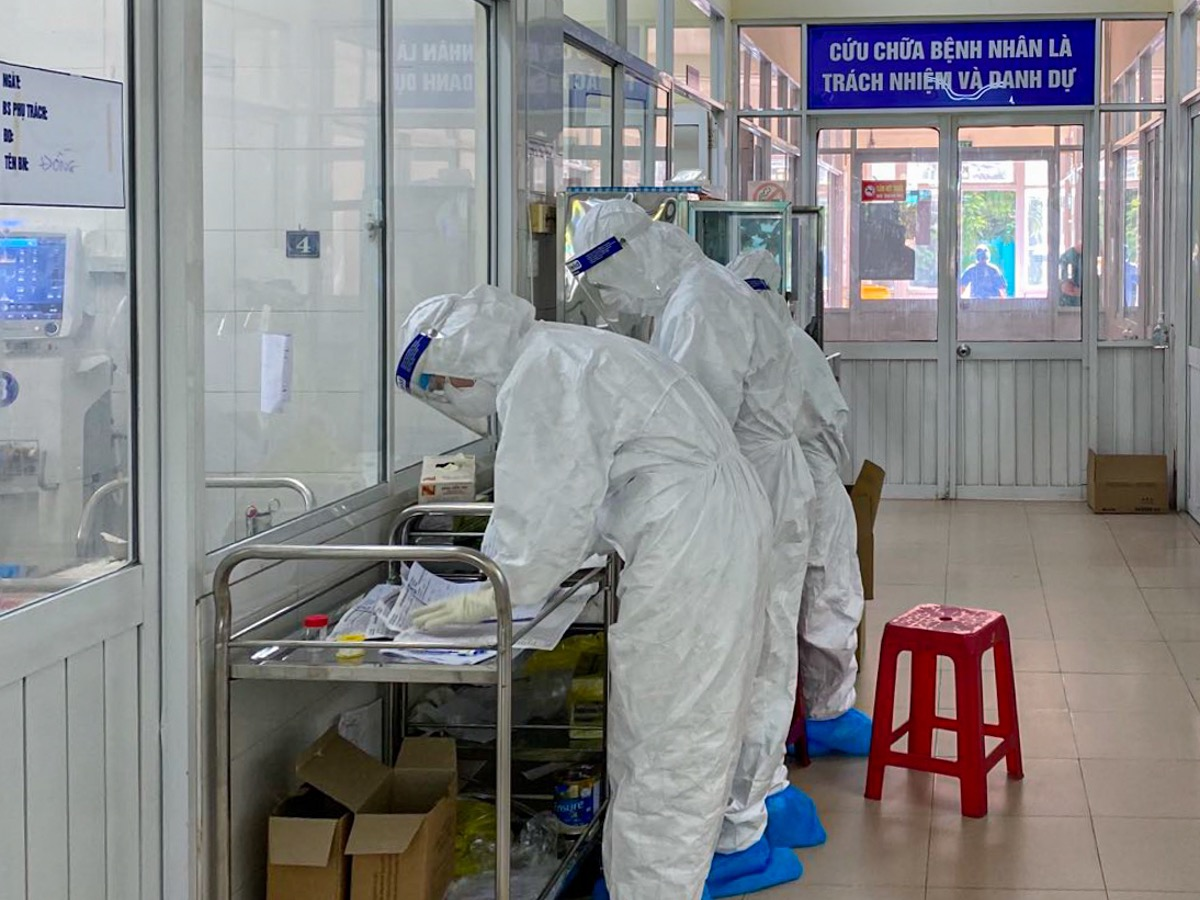 Doctors and nurses use the corridor in the ICU to get administrative work done. They have to stand ready to respond to emergency assistance needs of other local hospital like the Hoan My Hospital, Da Nang Oncology Hospital and the Hoa Vang Field Hospital.