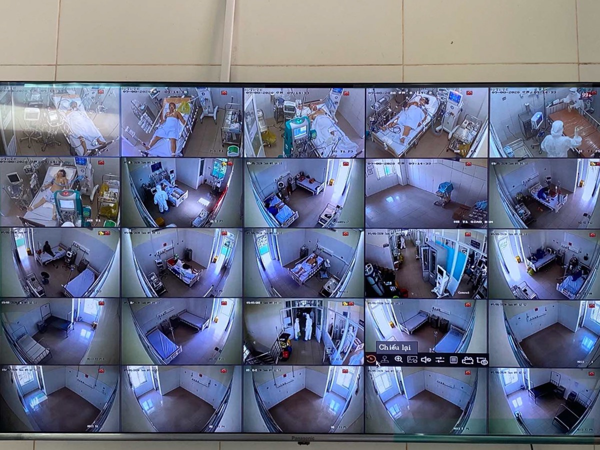 The intensive care unit (ICU) at the Da Nang Hospital for Lung Diseases was designed and installed in five days with 12 renovated rooms meeting required standards. Central oxygen supply, compressed air systems, ventilators and extracorporeal membrane oxygenation (ECMO) machines were installed.All patients are monitored 24 hours on camera. Several medics watch over the patients on the screens to reduce close contact and infection risks.