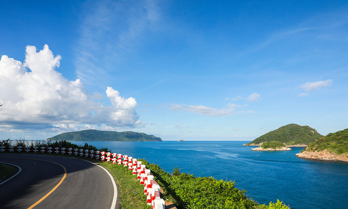 Curves of Con Dao Islands