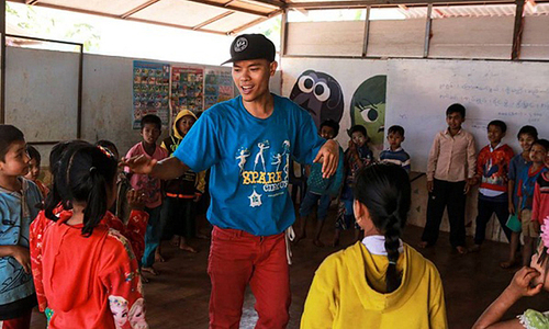 Vietnamese hip hop enthusiast inspires Southeast Asian children