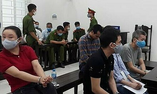 Five people are at a trial in Hanoi for attempting to bring people to Europe illegally, August 14, 2020. Photo by Vietnam News Agency.