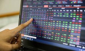 Foreign investors' net sell value narrows in Vietnam