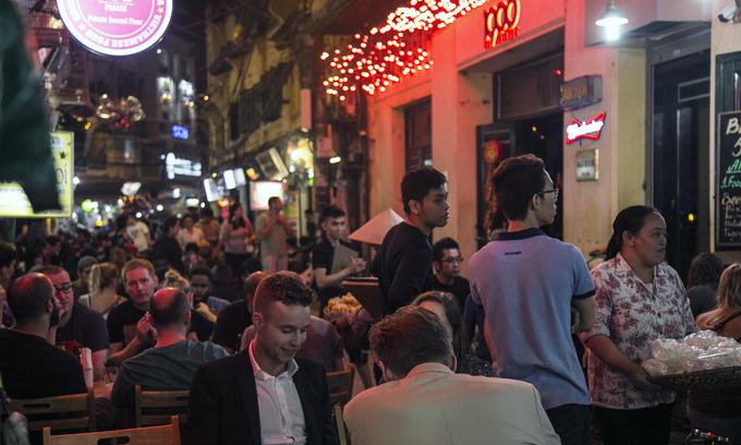 Hanoi mandates social distancing at restaurants, cafes