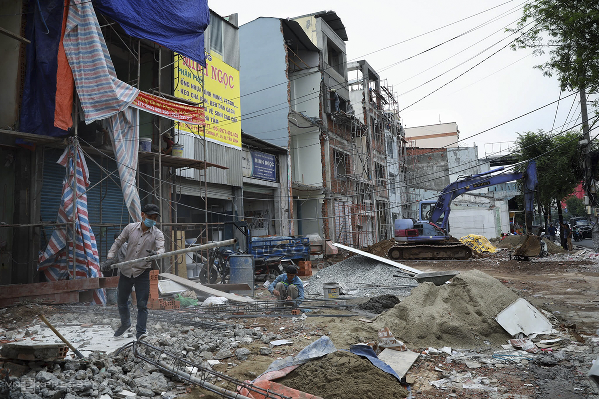 City residents have hired workers to take down the part of their house that has to be removed for the project, which is one of eight metro lines planned in the city with a combined length of 220 kilometers and a price tag of nearly $25 billion.