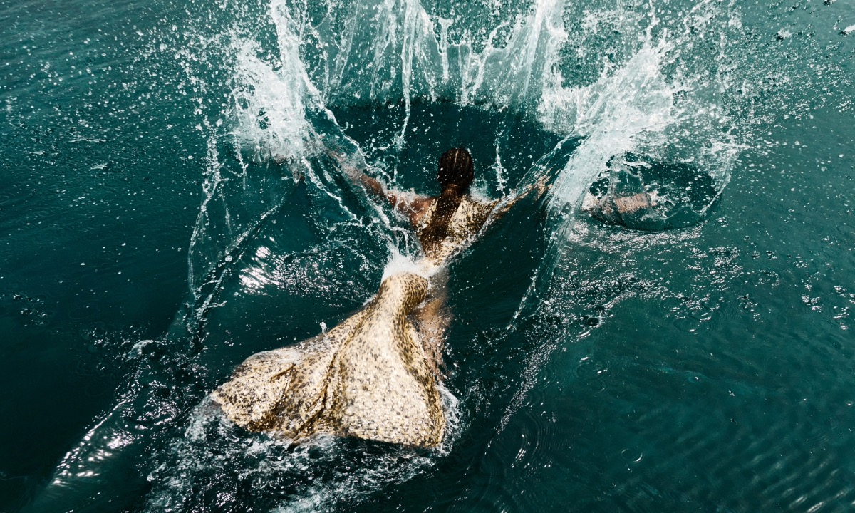 Hhen Nie, a Top 5 Miss Universe contestant, becomes a mermaid in a sequin dress designed by Le Thanh Hoa.