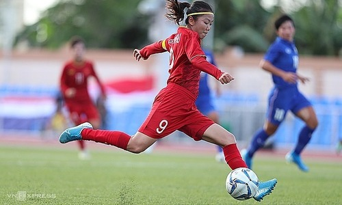 Portuguese club pursue two female Vietnamese footballers