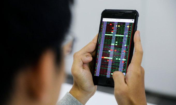 VN-Index kicks off new week with 3-month peak