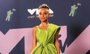 Nicole Richie steals VMAs spotlight with Cong Tri creation
