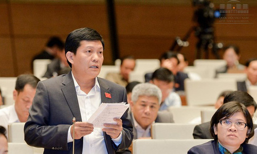Vietnamese lawmaker resigns after dual nationality exposure