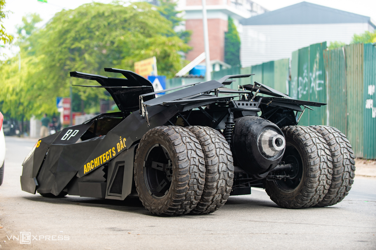 Students build a Batmobile with eye on movie accessories