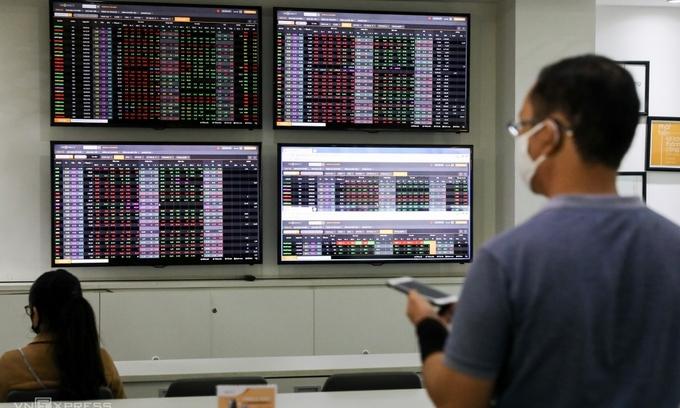 Investors double deposits in Vietnam securities firms