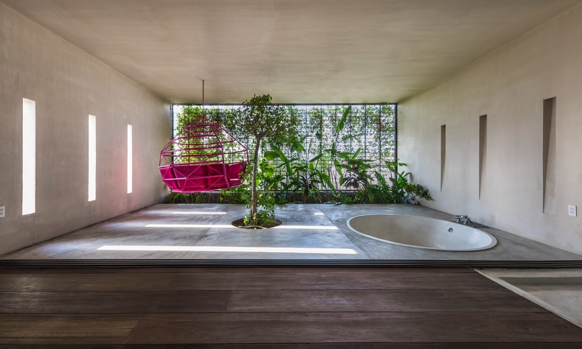 The bathroom is located in an open space and covered by greenery.
