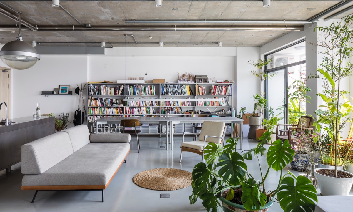 In Saigons District 4, the 75-square-meter apartment is home to an architect who wants to live in an open space with an abundance of natural light. Photo by Hiroyuki Oki.