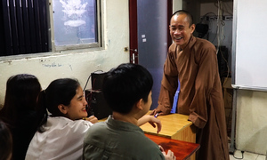 Abbot turns Saigon pagoda into free foreign language center for poor students