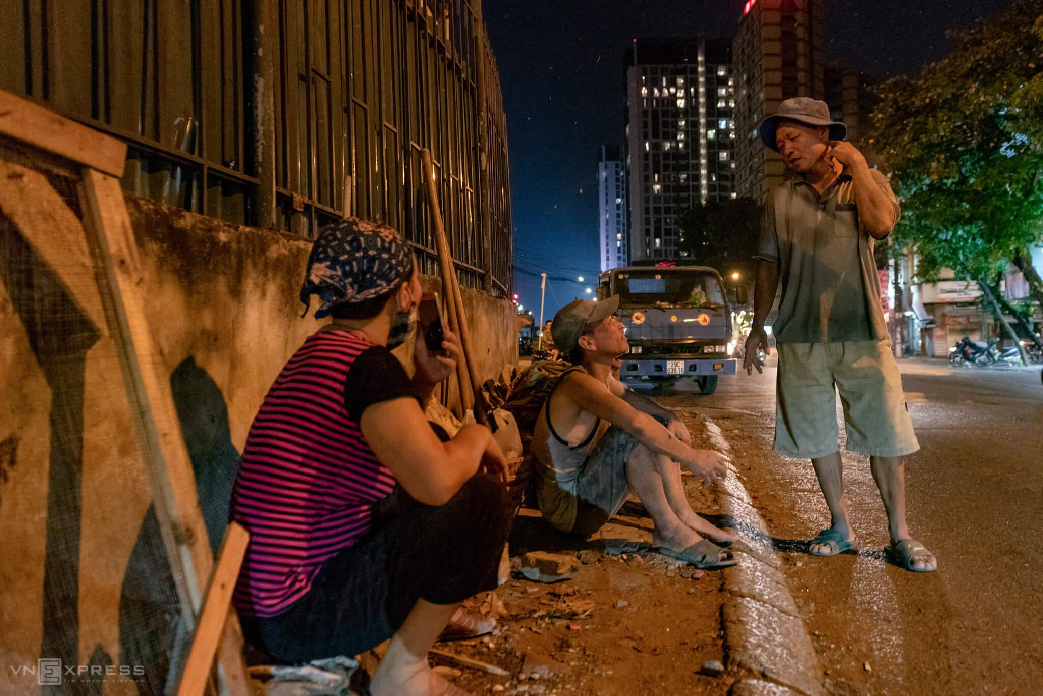 Odd jobs keep Hanoi couple awake, in pocket