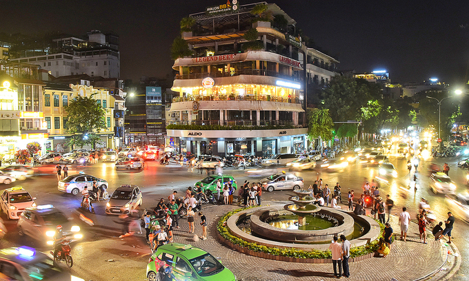 Hanoi considers allowing overnight services to boost night-time economy