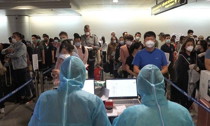 Vietnam mulls quarantining foreigners in hotels