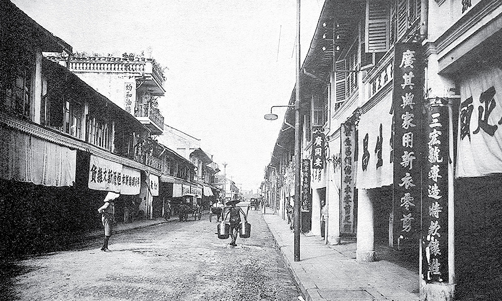 Cho Lon was formed from the 17th to 19th century when Chinese and their offsprings settled down and built a bustling area. When the French dominated the country, Cho Lon was a separated town from Saigon. The two were combined in 1956. Currently, Cho Lon is Ho Chi Minh Citys Districts 5 and 6.