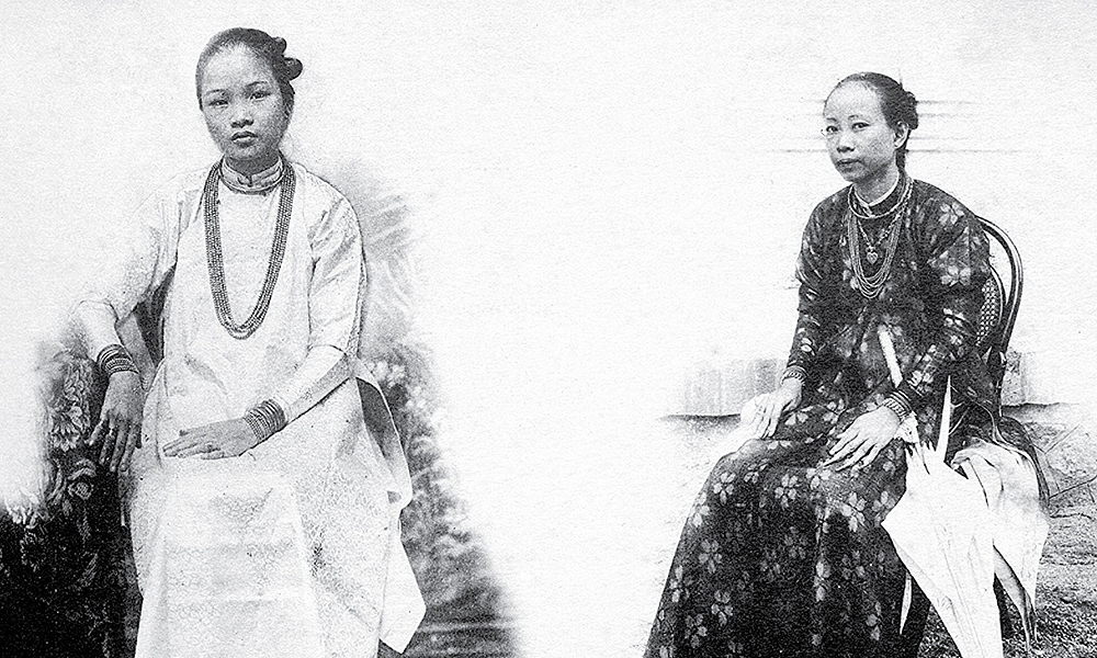 At the end of the 19th century, southern women preferred ao ngu than (five-part ao dai) with beaded jewelry. According to Vietnamese designer Sy Hoang, rich women in this period of time used to wear this type of ao dai, with the four layers representing the parents of both the wife and husband. The fifth layer represents the wearer. The clothing also has five buttons, symbolic of the five qualities every one should have - nhan (kindness), le(decorum), nghia(uprightness), tri(wisdom) and tin (faithfulness). These photos are in Indo-Chine Pittoresque & Monumentale: Annam – Tonkin book, which includes a collection of photos taken by French lensman Pierre Dieulefils, who was a soldier in Indochina before returning to Vietnam  in 1988 to follow his passion for photography.