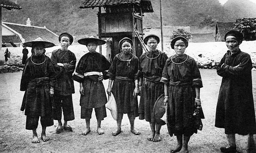 Members of the ethnic Tho community in Dong Dang District of northern Lang Son Province.