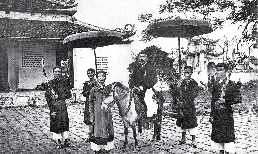 Officials used to travel by horses with their servants carrying parasols and stuff.