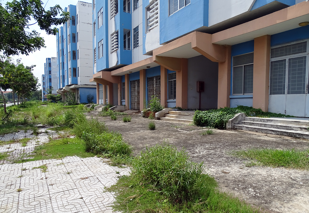 An unoccupied block of the Vinh Loc B resettlement area in Binh Chanh District. Photo by VnExpress/Ha An