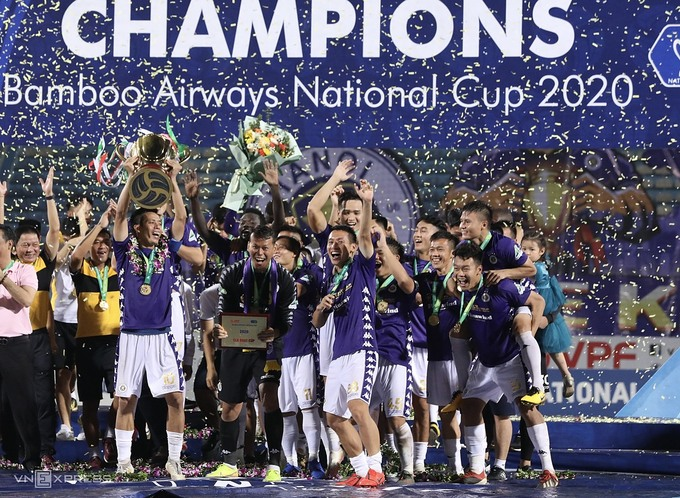 Hanoi FC wins their second consecutive National Cup title. Photo by VnExpress/Ngoc Thanh.