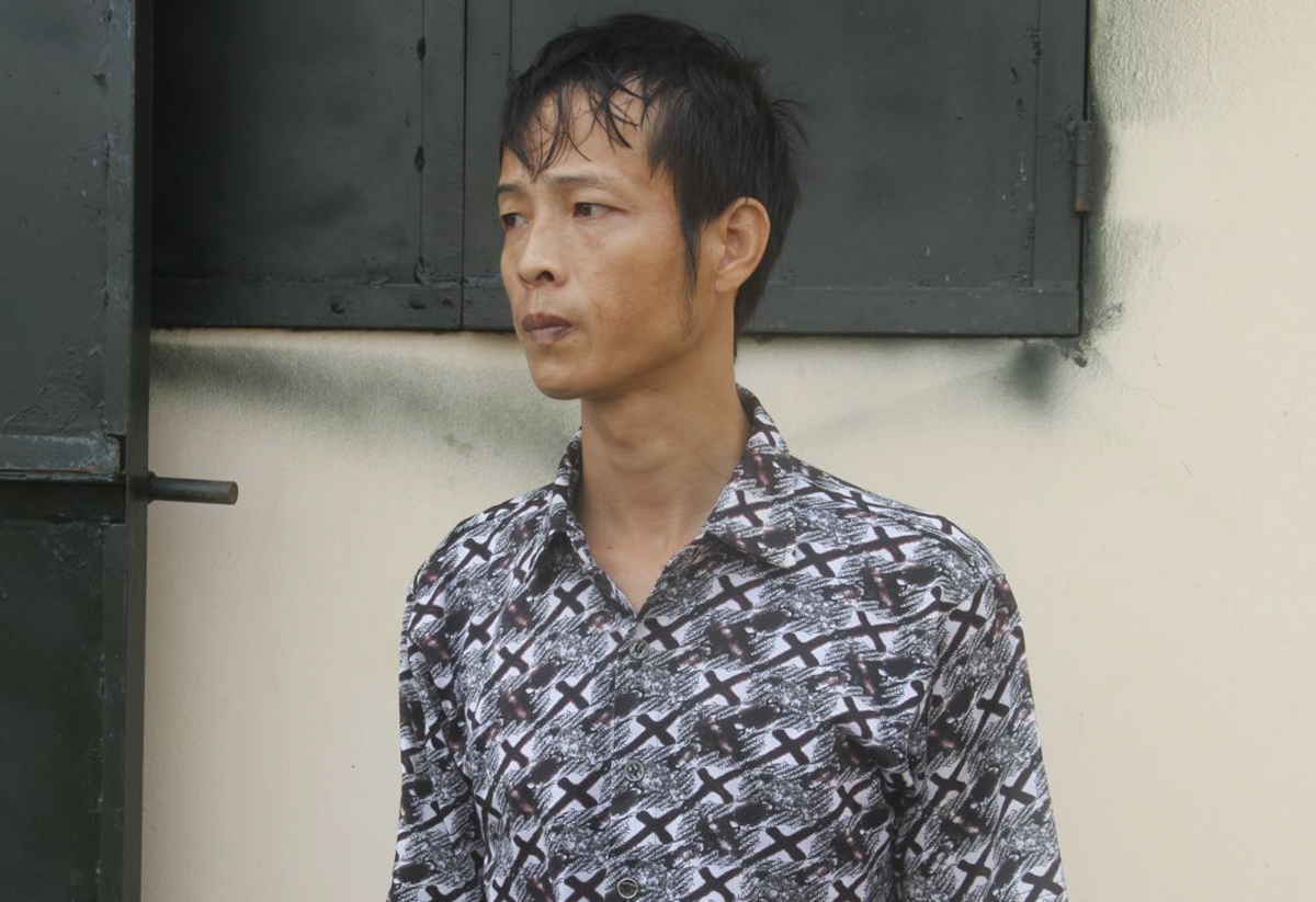 35-year-old Nguyen Huu Long, who has physically abused his son Nguyen Huu Hung since 2017, is detained at a polide station in Hung Yen Province, September 23, 2020. Photo courtesy of the police.