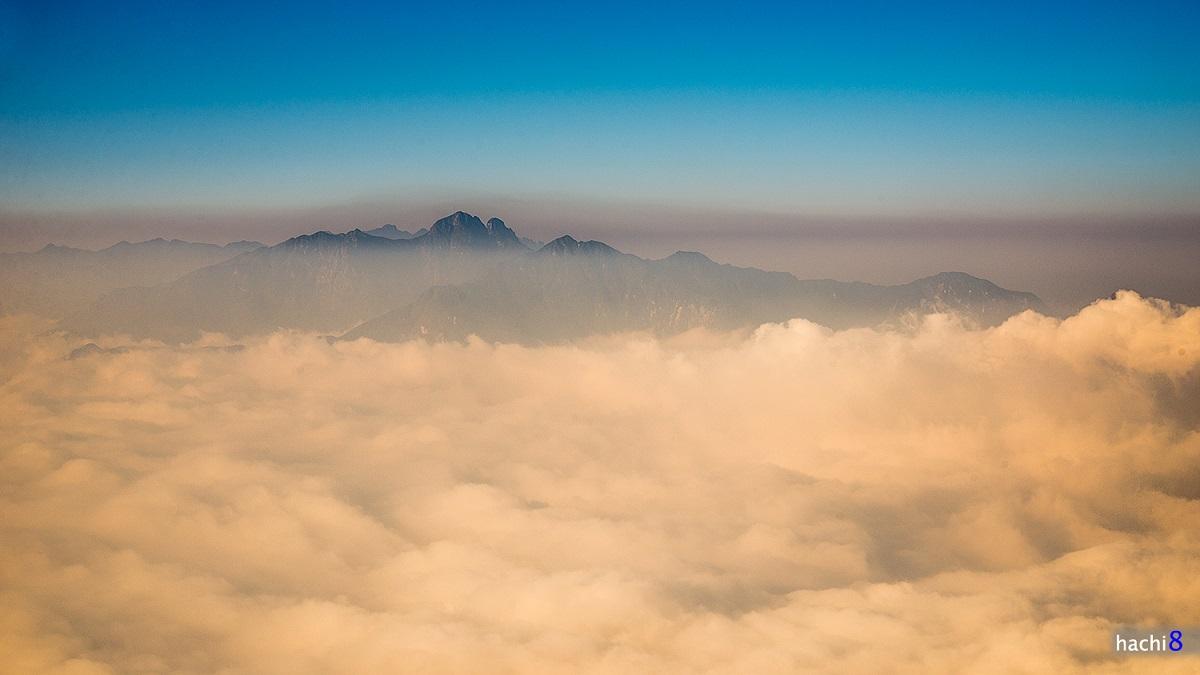 Lảo Thẩn là cái tên phổ biến nhất mà người dân địa phương ở đây khi nhắc tới đỉnh núi vươn mình sừng sững ở vùng đất nhiều mây trời Y Tý, huyện Bát Xát, tỉnh Lào Cai. Ngoài ra người Mông gọi nó là Hâu Pông San. Hachi 8.