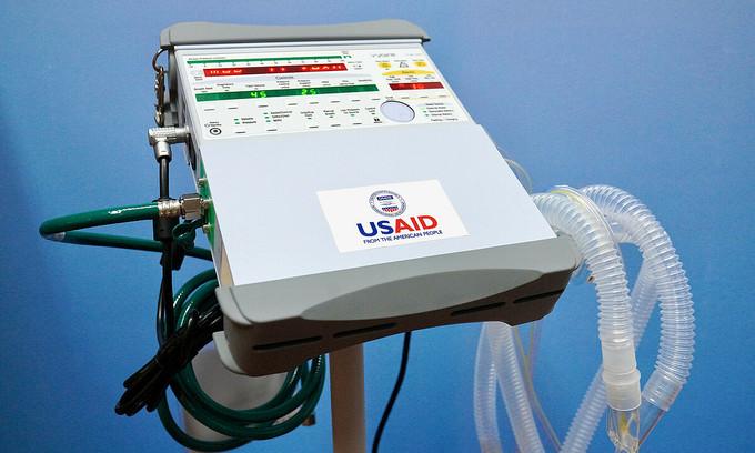 US gifts 100 ventilators to Vietnam