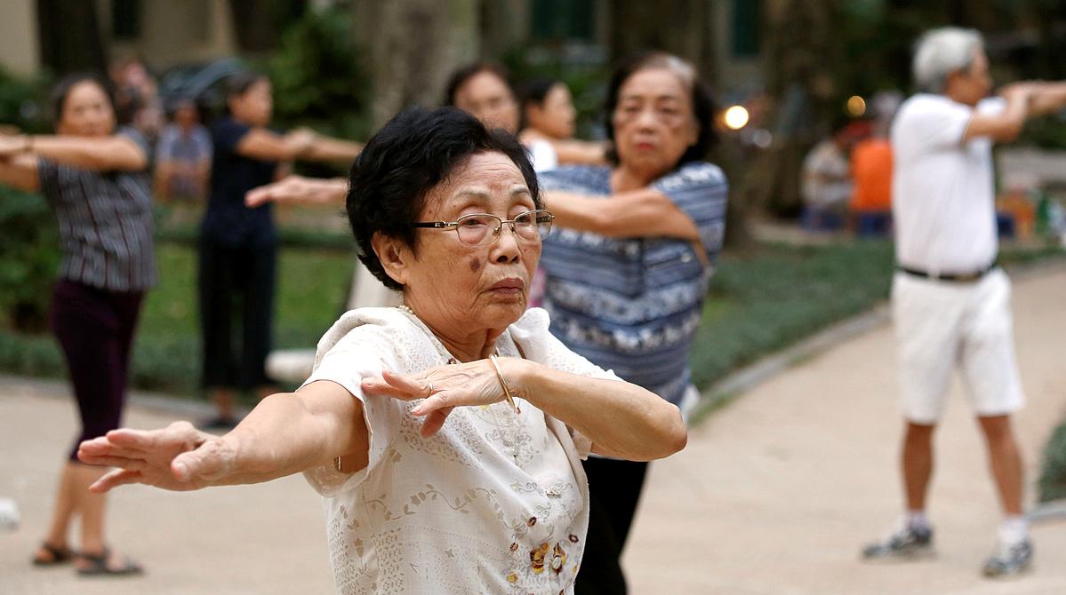 Elderly people exercise at a public park in Hanoi, Vietnam, October 9, 2018. Photo by Reuters/Kham.