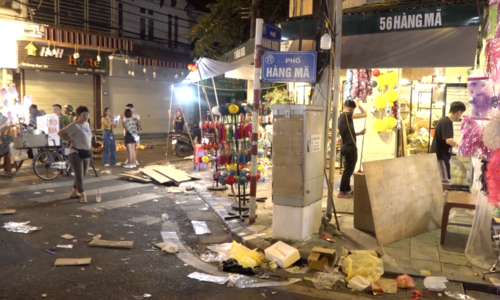 Hanoi lantern street inundated with trash after Mid-Autumn Festival