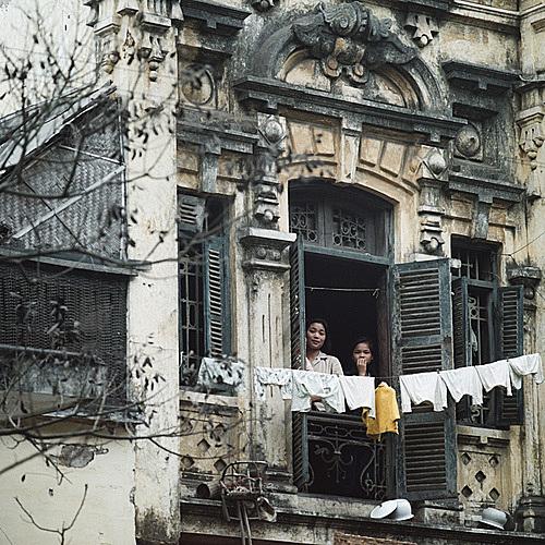 An old house in Hanoi in 1975. Photo courtesy of Hanoi 1967 - 1975 exhibition.