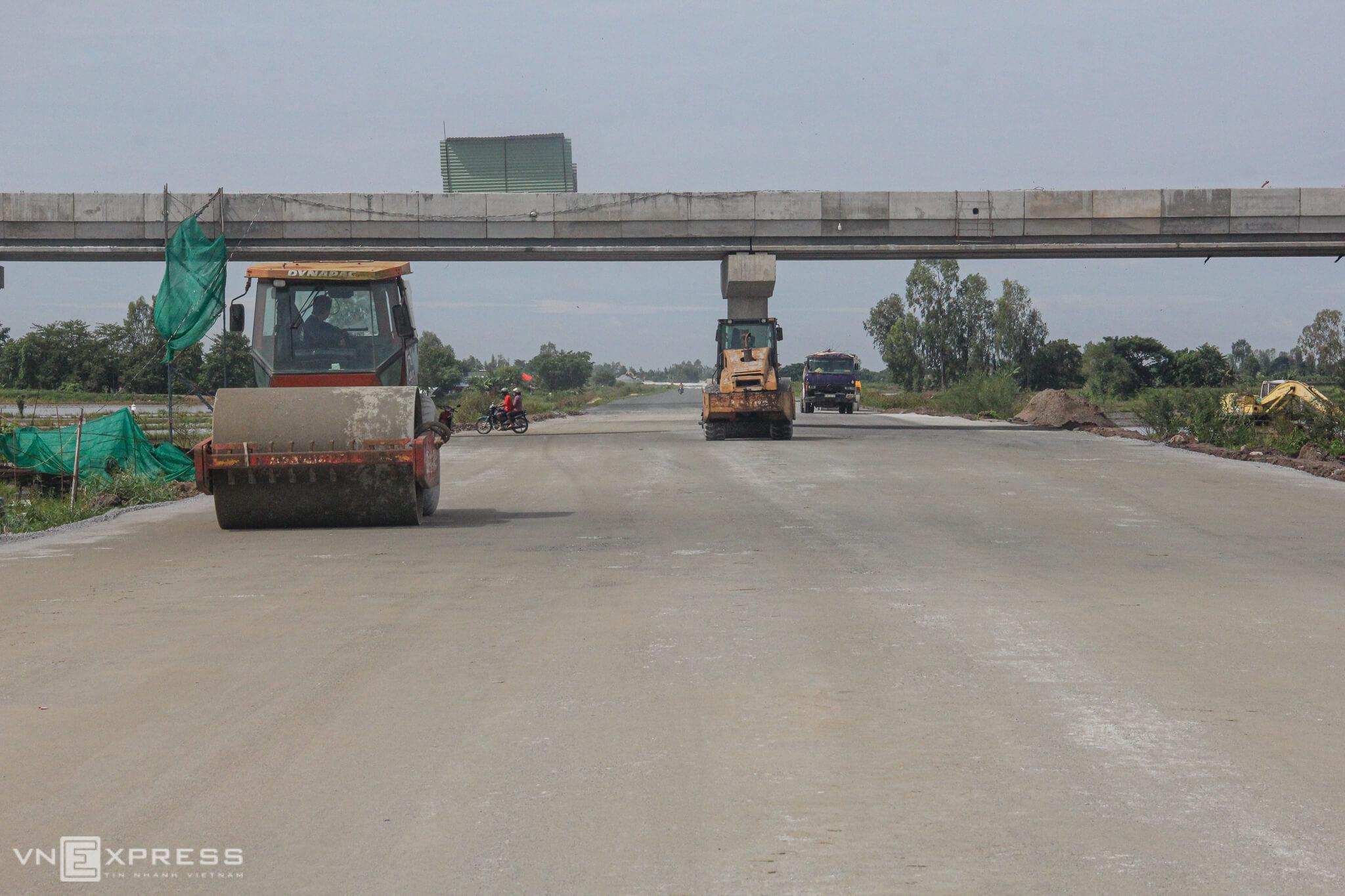 Work speeds up on $272-mln Mekong Delta expressway