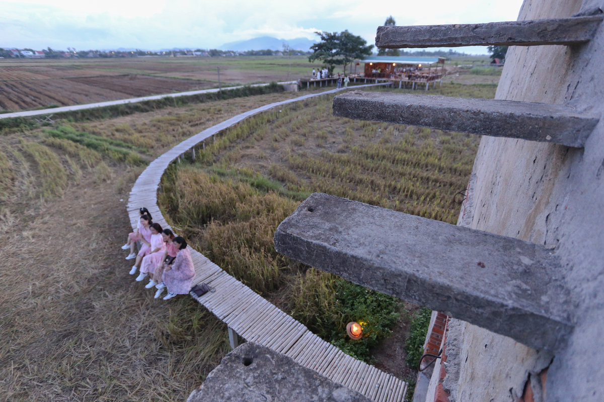 Old brick kiln near Hoi An allures young travelers