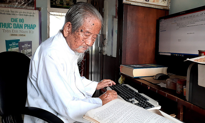 100-year-old writes book about HCMC history