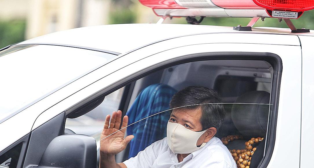 Doan Ngoc Hai and his ambulance car in Hanoi on September 3, 2020. Photo courtesy of VTC News.