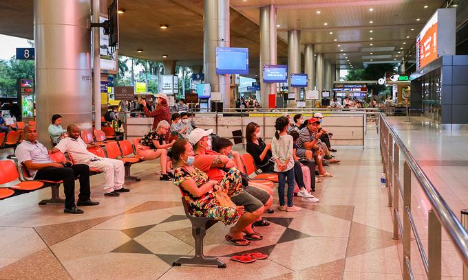 Fracas at Tan Son Nhat airport as South Korea returnees protest high quarantine fees