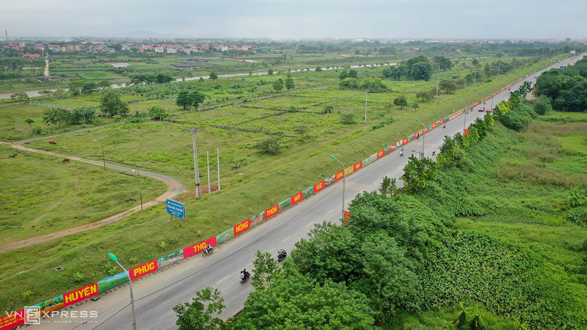 The mural street running across Tam Thuan and Tam Hiep communes of Phuc Tho District will be the longest of Hanoi once it is completed in a few days.
