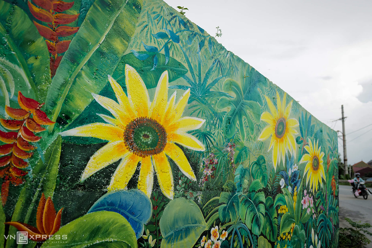 A painting of sunflowers near the end of the embankment.