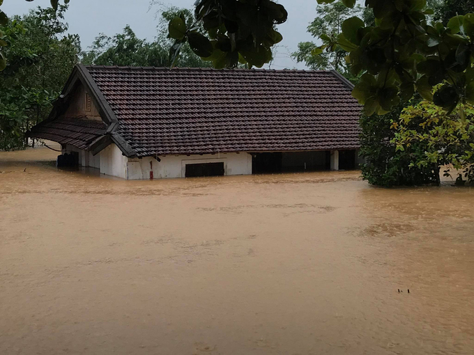 A house in Cam Lo District, Quang Tri Province, is more than two meters submerged, October 8, 2020. Photo by VnExpress/Hoang Tao.