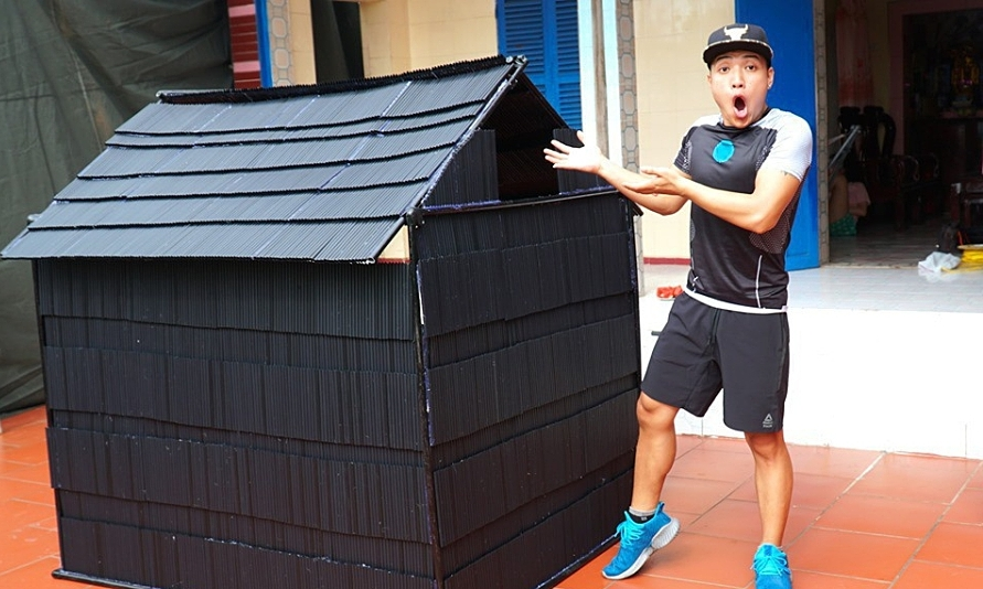 NTN builds a model house with single-use straw, drawing the ire of several netizens.  Photo courtesy of NTN.
